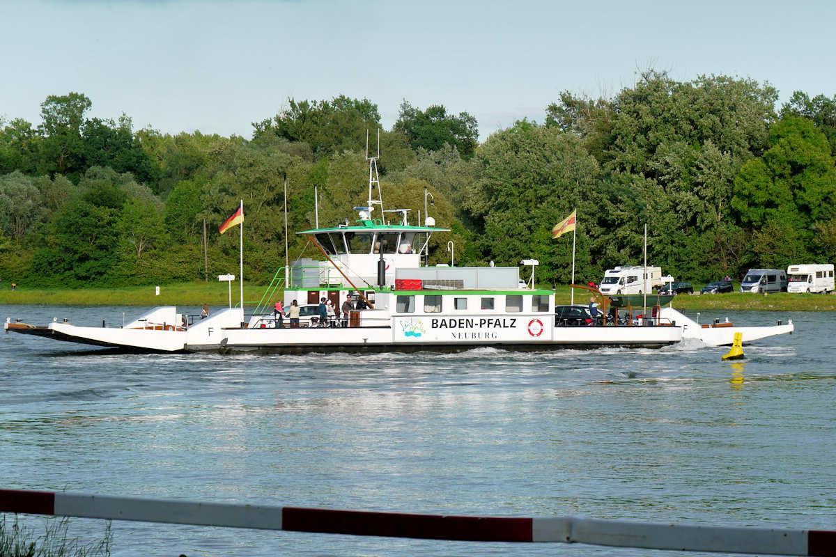 Rheinfähre Neuburg